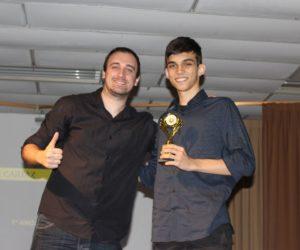 Prêmio de Melhor Cartaz 1º ano - Filme Um Certo Capitão Rodrigo, entregue pelo prof.Rodrigo Woloski