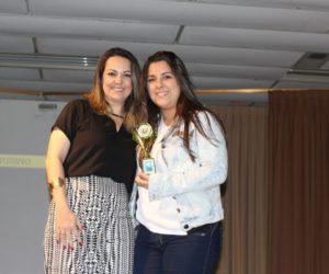 Prêmio de Melhor Figurino 3º ano - Filme Aurora Precursora, entregue pela profª Evelin Souza — em Colégio Santa Doroteia.