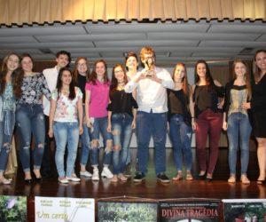 Melhor Filme Júri Popular - Filme Ana Terra, entregue pela Supervisora Alessandra Padilha — com Alessandra Padilha em Colégio Santa Doroteia.